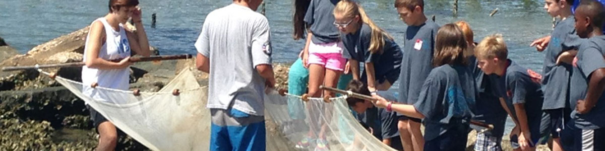 UNC-Institute-of-Marine-Science-IMS-working-with-Brad-Sneeden-Academy-Middle-school-students-photo
